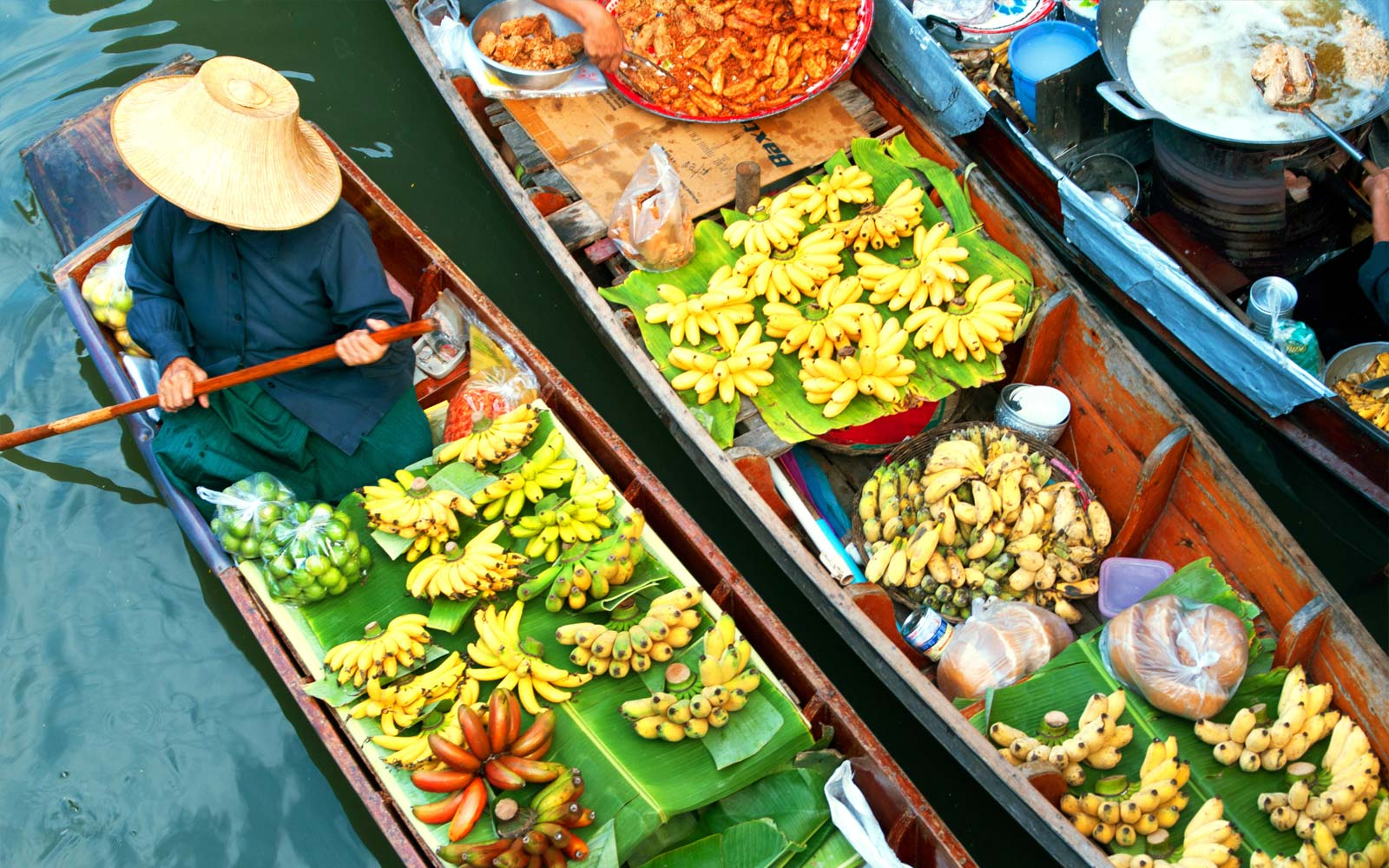 boat_canoe_local_produce_market_thailand_experience_fleewinter
