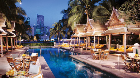 the_peninsula_thailand_bangkok_pool_night