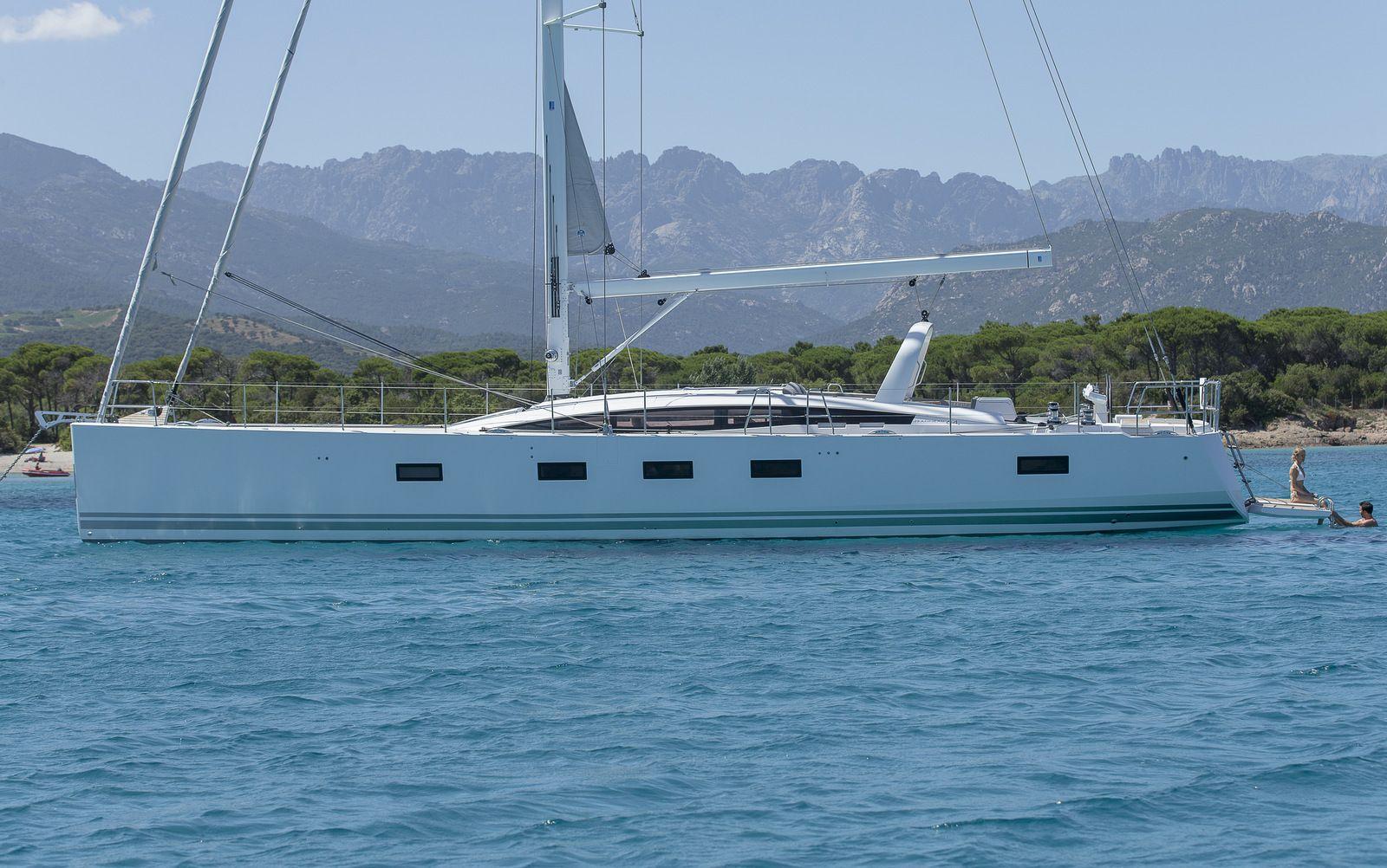 Argentous sailing yacht